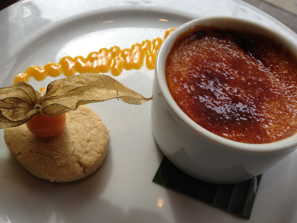 Mango brûlée with coconut shortbread